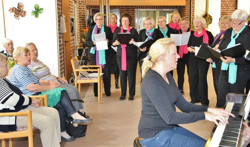 0419sr-Frauenchor singt im Seniorenhaus St. Martin01-pebo.jpg